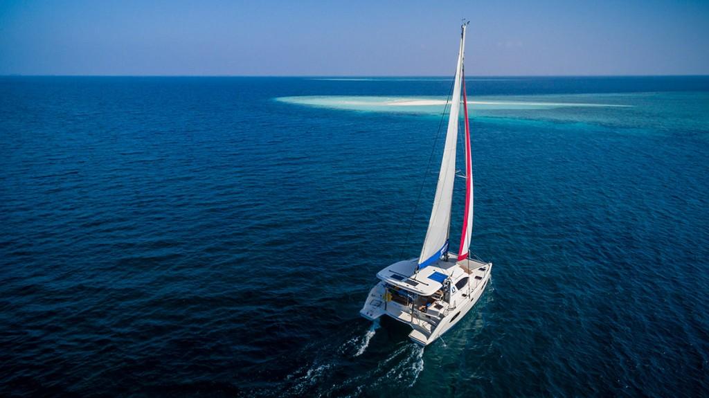 Catamaran-sailing-Maldives